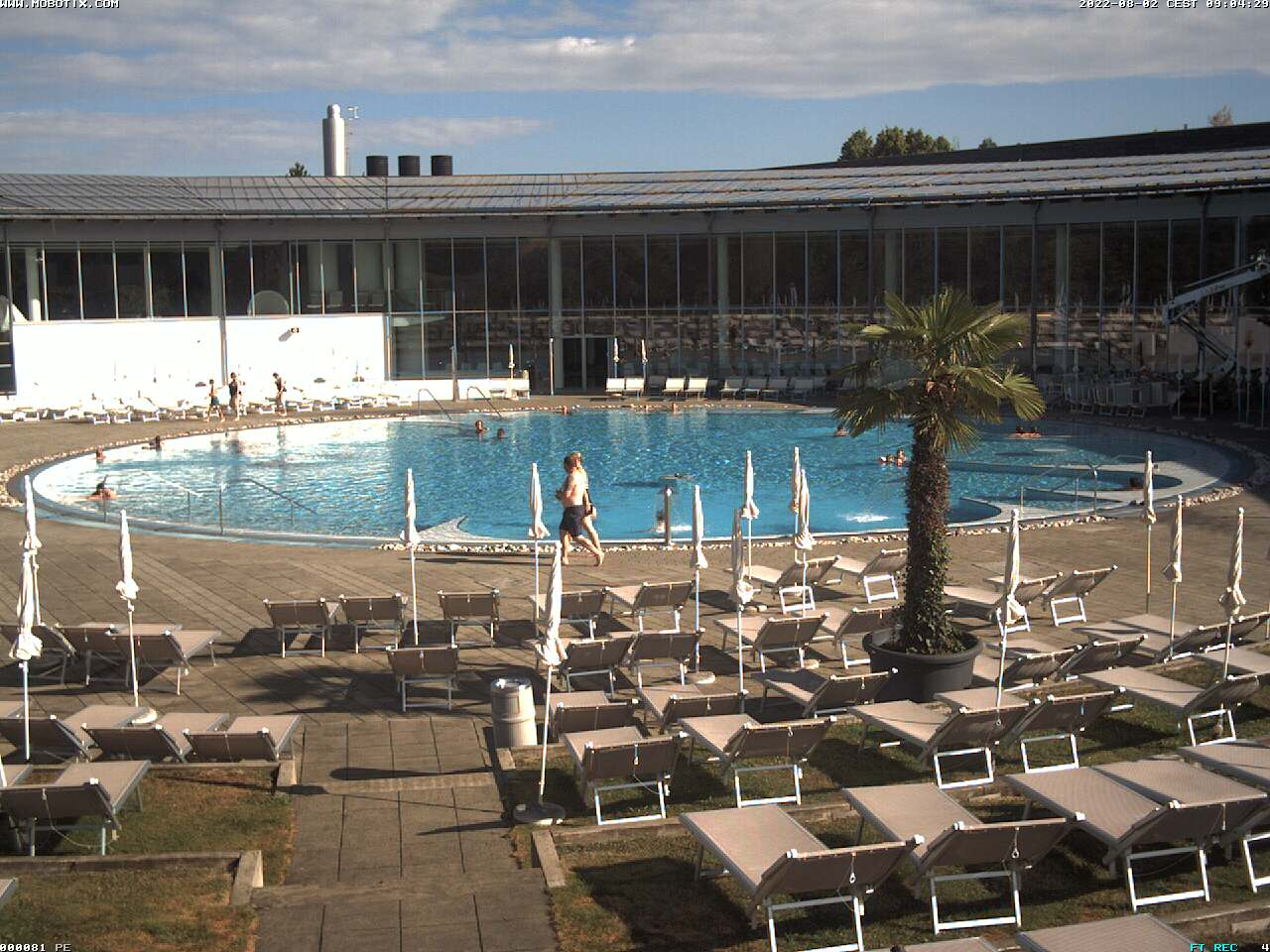 Outdoor thermal pool